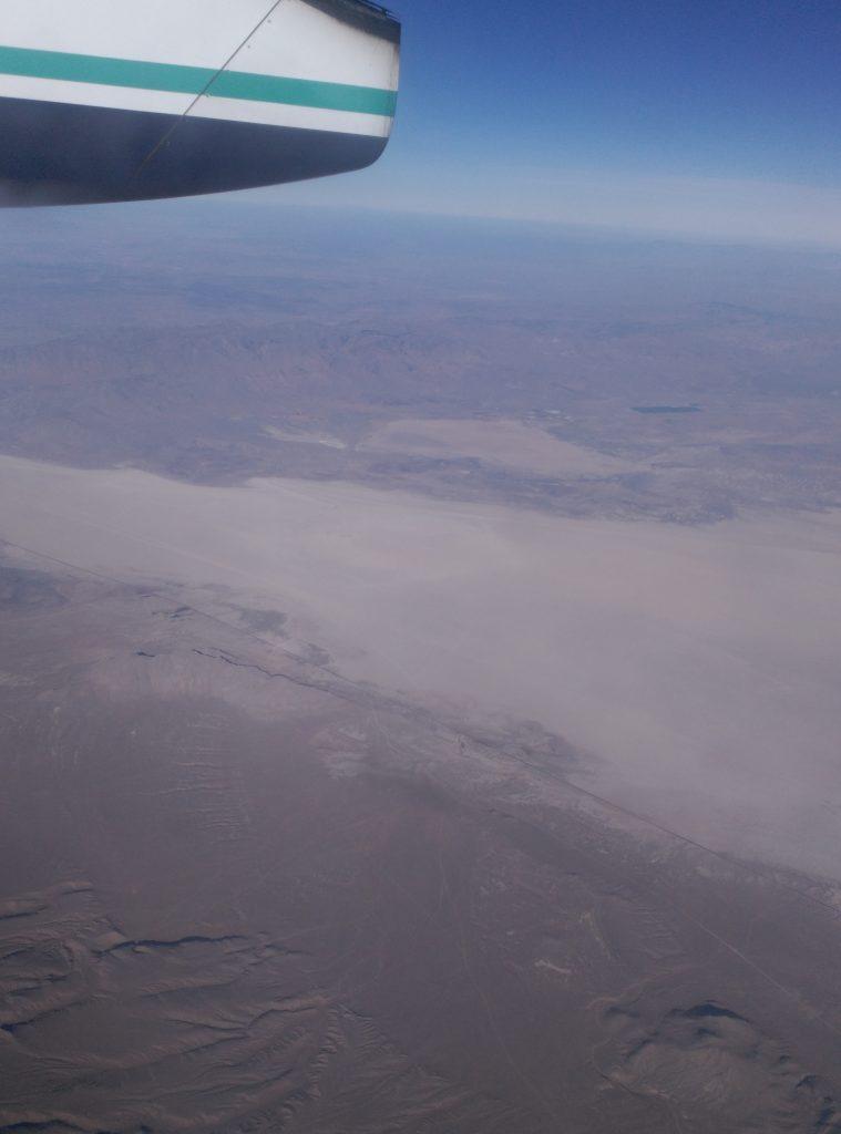 Vista del desierto de Nevada desde el avión