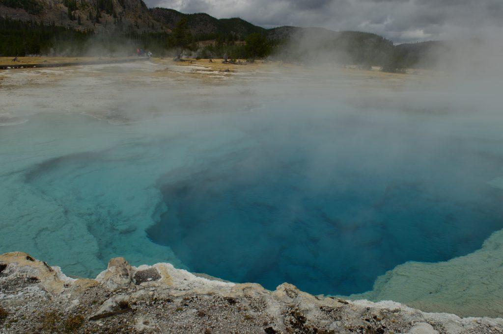 Lago. Yellowstone. Calafiana