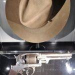Arma y sombrero de Sin Perdón